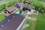 Der schöne Landwirtschaftsbetrieb der Familie Schuler-Mettler in Benken